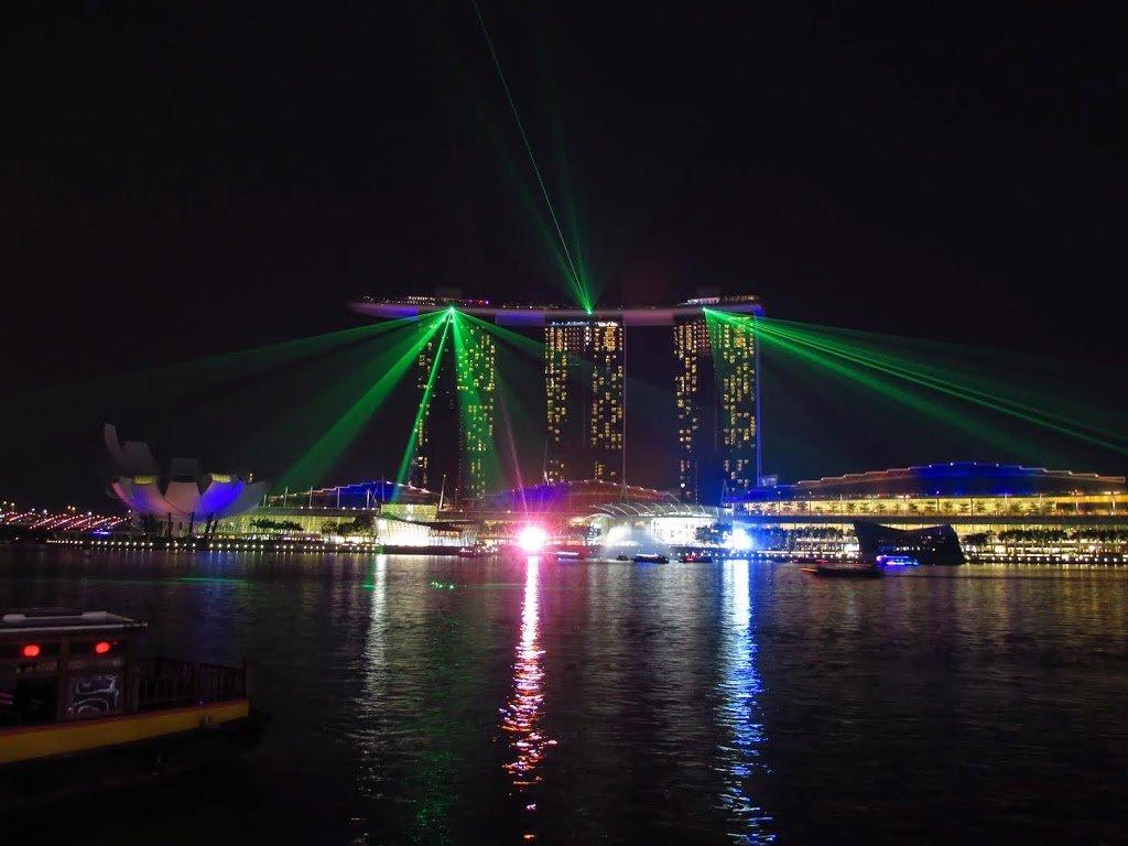 Vista del show de luces de Marina Bay dese la Bahía | Bitácoras Viajeras