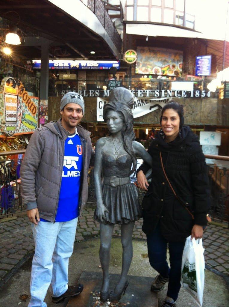 La estatua a escala real de Amy Winehouse | Bitácoras Viajeras